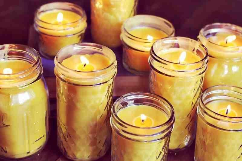 TIPS: Καθαρίστε εύκολα το κερί από το κηροπήγιο