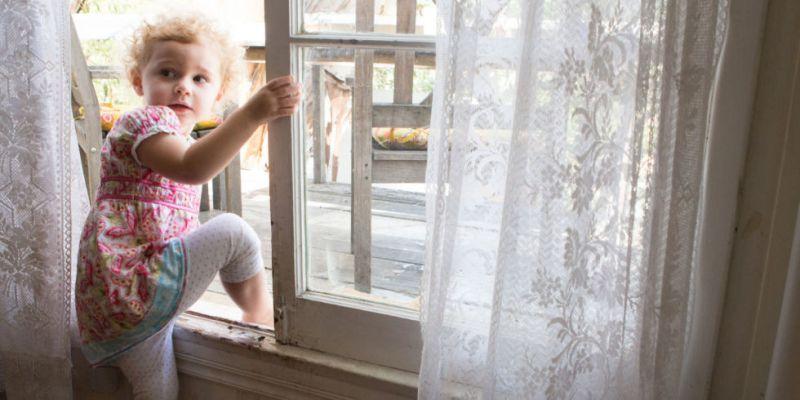 11 κίνδυνοι για τα παιδιά στο σπίτι μας